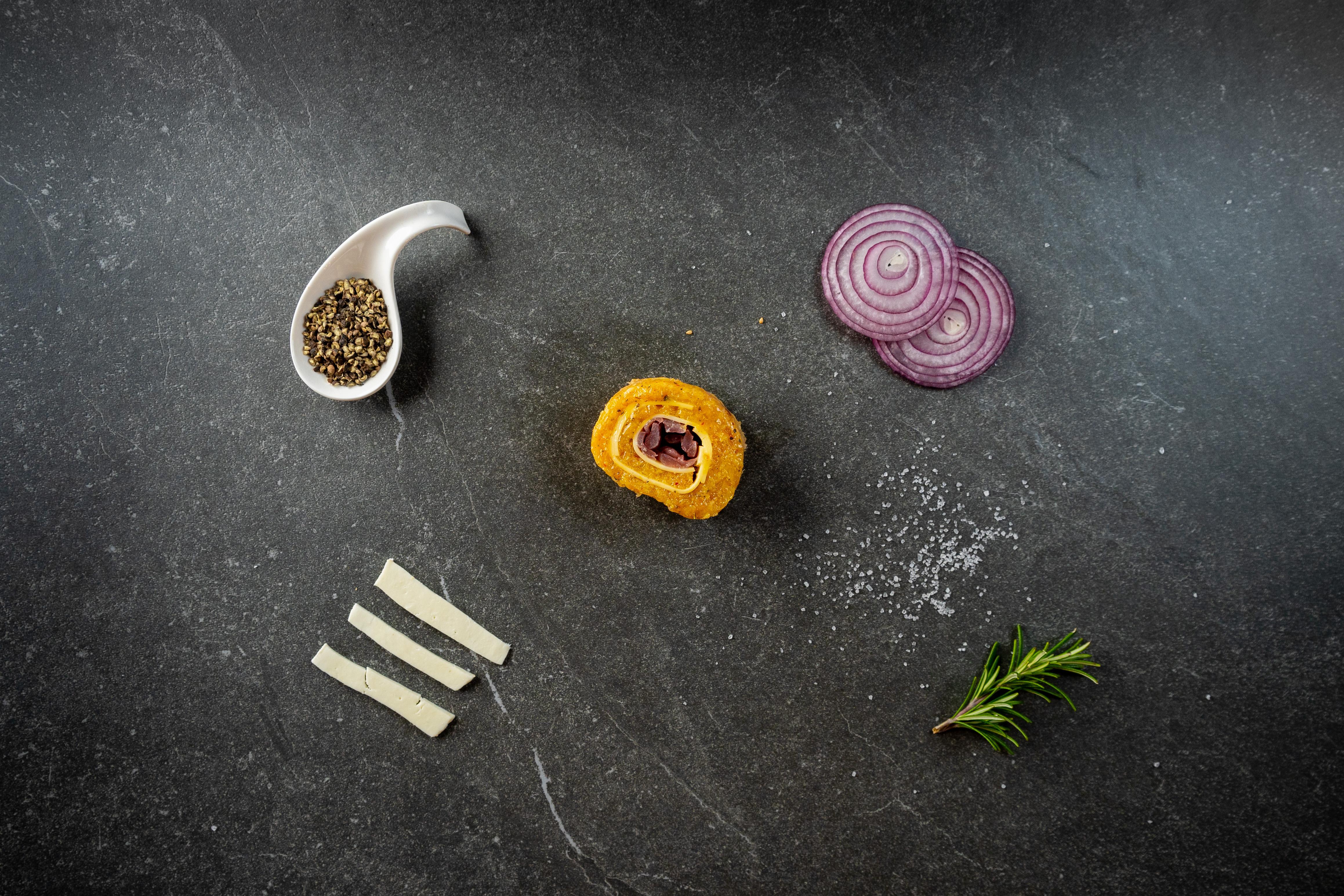 GIRELLE DI POLLO, FORMAGGIO E CIPOLLE CARAMELLATE - Ricetta | MeatYou